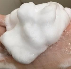 モモがいつも使っている石鹸のきめ細かい泡