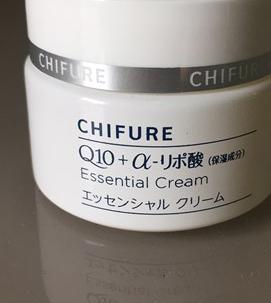 ちふれ化粧品の保湿エッセンシャルクリームはコエンザイムQ10、α-リボ酸が配合されていて肌に良い成分がぎっしり