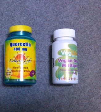 ケルセチンサプリメントとマルチビタミン