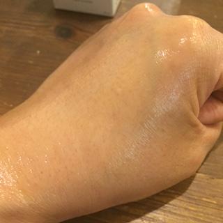 マナラ ホットクレンジングゲルを薄く伸ばすと暖かい感触に