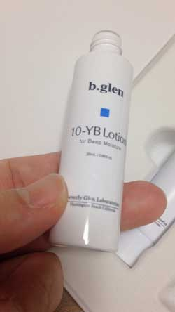 モモさんビーグレン 10-YB ローション 化粧水 パッチテスト 製品パッケージ